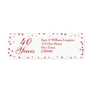 Etiqueta 40th Confetes dos corações do rubi do aniversário