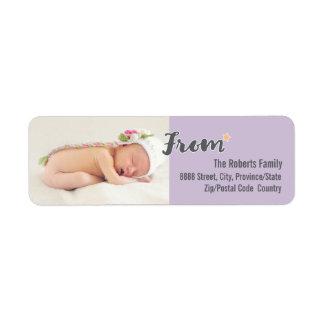 Etiqueta A foto personalizada primeiro Natal do bebê, roxa