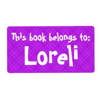 "Etiqueta A xadrez cor-de-rosa ""este livro pertence"" à"