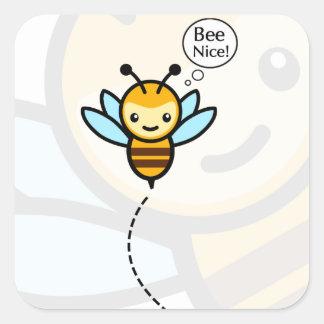Etiqueta agradável da abelha adesivo quadrado