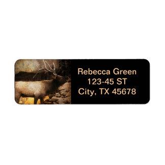 Etiqueta Alces rústicos do touro da montanha da floresta da