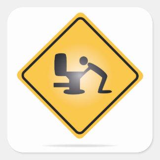 Etiqueta amarela do sinal de aviso da manutenção
