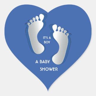 Etiqueta azul do chá de fraldas das pegadas do beb adesivos de corações