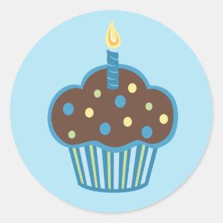 Etiqueta azul do cupcake do feliz aniversario adesivos redondos