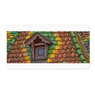 Etiqueta azulejos de telhado com cor em Obernai - Alsácia -