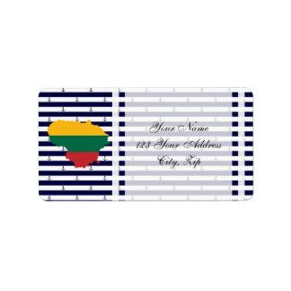 Etiqueta Bandeira/mapa de Lithuania em fundo listrado