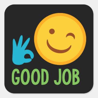 Etiqueta bem cozido do smiley face do bom trabalho