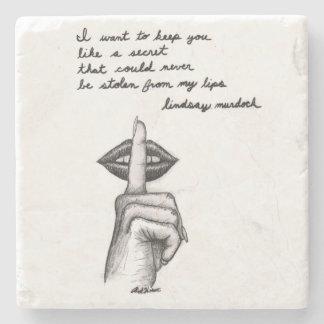 etiqueta com inspiração preto e branco da arte das porta copos de pedra