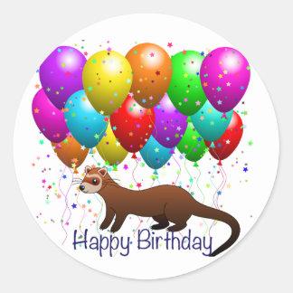 Etiqueta da doninha do feliz aniversario adesivo em formato redondo