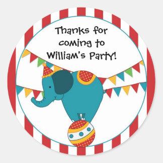 Etiqueta da festa de aniversário do elefante do adesivo em formato redondo