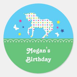 Etiqueta da festa de aniversário do unicórnio adesivo redondo