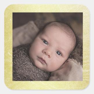 Etiqueta da foto do bebê com beira do ouro adesivo quadrado