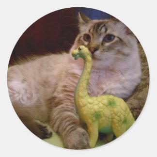 etiqueta da imagem 1 do gato e do dinossauro adesivo em formato redondo