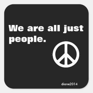 Etiqueta da paz - nós somos todos apenas povos adesivo quadrado