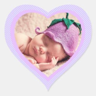 Etiqueta dada forma da foto do bebê da lavanda