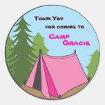 Etiqueta de acampamento do favor de festa de adesivo em formato redondo