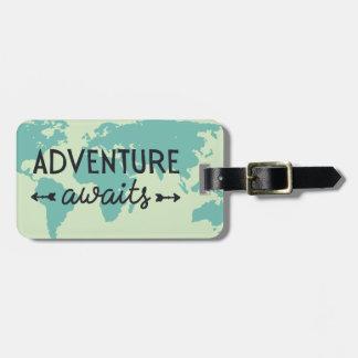 Etiqueta De Bagagem A aventura espera o mapa do mundo