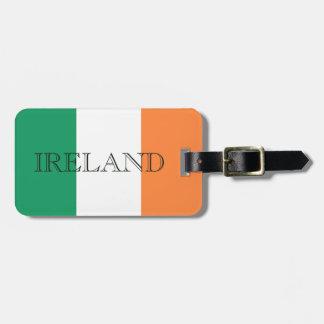 Etiqueta De Bagagem A bandeira irlandesa rotula a bagagem para