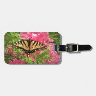 Etiqueta De Bagagem A borboleta de Swallowtail senta-se em azáleas
