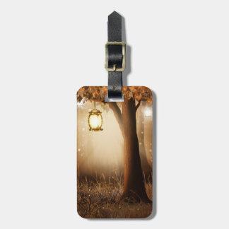 Etiqueta De Bagagem A lanterna de incandescência pendura na árvore
