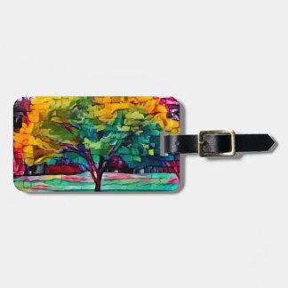 Etiqueta De Bagagem Árvore do outono em cores vívidas