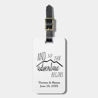 Etiqueta De Bagagem Assim a aventura começa o casamento rústico da
