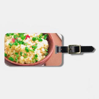 Etiqueta De Bagagem Bacia de madeira de arroz e de alho-porro