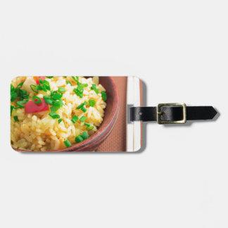 Etiqueta De Bagagem Bacia de madeira de arroz e de vegetais cozinhados