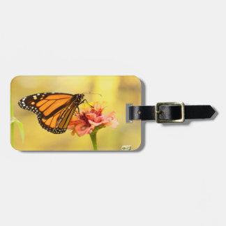 Etiqueta De Bagagem Borboleta de monarca no Zinnia