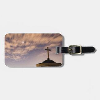 Etiqueta De Bagagem céu estrelado, igreja e cruz