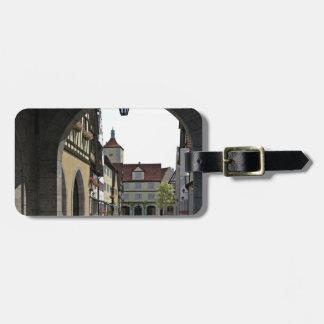 Etiqueta De Bagagem Cidade de Baviera através de um arco