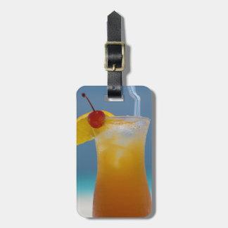 Etiqueta De Bagagem Cocktail tropical do viagem com cereja