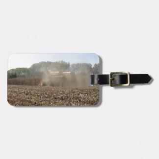 Etiqueta De Bagagem Colheita do milho da colheita mecanizada no campo