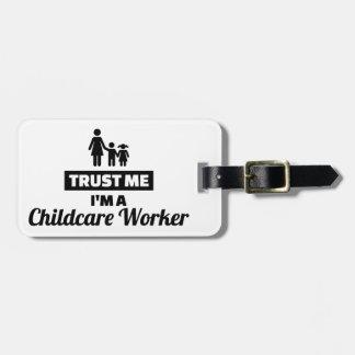 Etiqueta De Bagagem Confie que eu mim é um trabalhador da puericultura