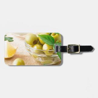 Etiqueta De Bagagem Copo de vidro com azeitonas pitted verde