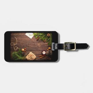 Etiqueta De Bagagem Decoração do Natal com madeira e pinho do celeiro