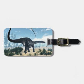 Etiqueta De Bagagem Dinossauro do Apatosaurus no deserto - 3D rendem