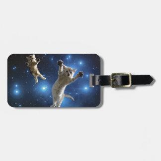 Etiqueta De Bagagem Dois gatos do espaço que flutuam em torno da