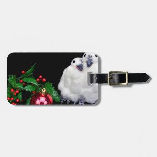 Etiqueta De Bagagem Estatuetas do pinguim com a bola vermelha do Natal