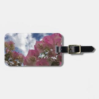 Etiqueta De Bagagem flores cor-de-rosa contra um céu azul