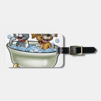 Etiqueta De Bagagem Gato e cão dos desenhos animados no banho