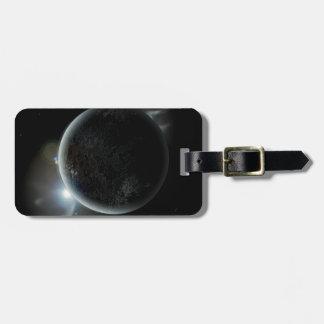 Etiqueta De Bagagem ilustração preta do planeta 3d no universo