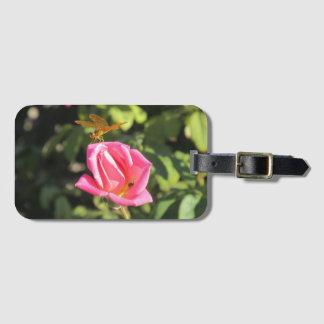 Etiqueta De Bagagem Libélula e joaninha no rosa do rosa