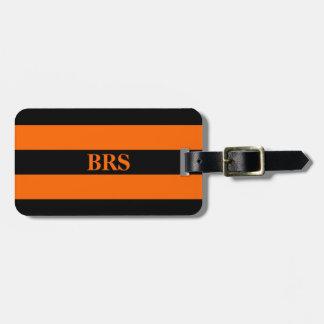 Etiqueta De Bagagem Listra preta do monograma três na laranja