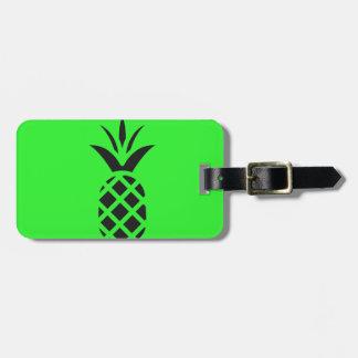 Etiqueta De Bagagem Maçã do pinho preto no verde