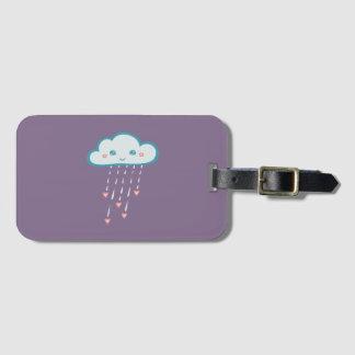Etiqueta De Bagagem Nuvem de chuva azul feliz que chove corações