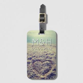 Etiqueta De Bagagem O coração na bagagem do viagem da areia da praia