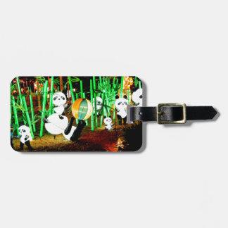 Etiqueta De Bagagem O jardim da panda ilumina acima a fotografia da