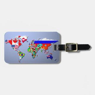 Etiqueta De Bagagem O mapa do mundo com suas bandeiras
