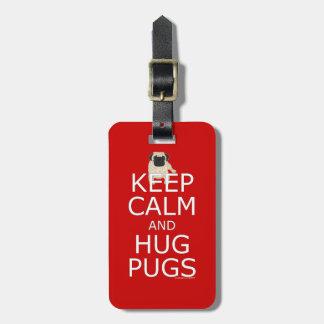 Etiqueta De Bagagem O Pug mantem Pugs calmos do abraço